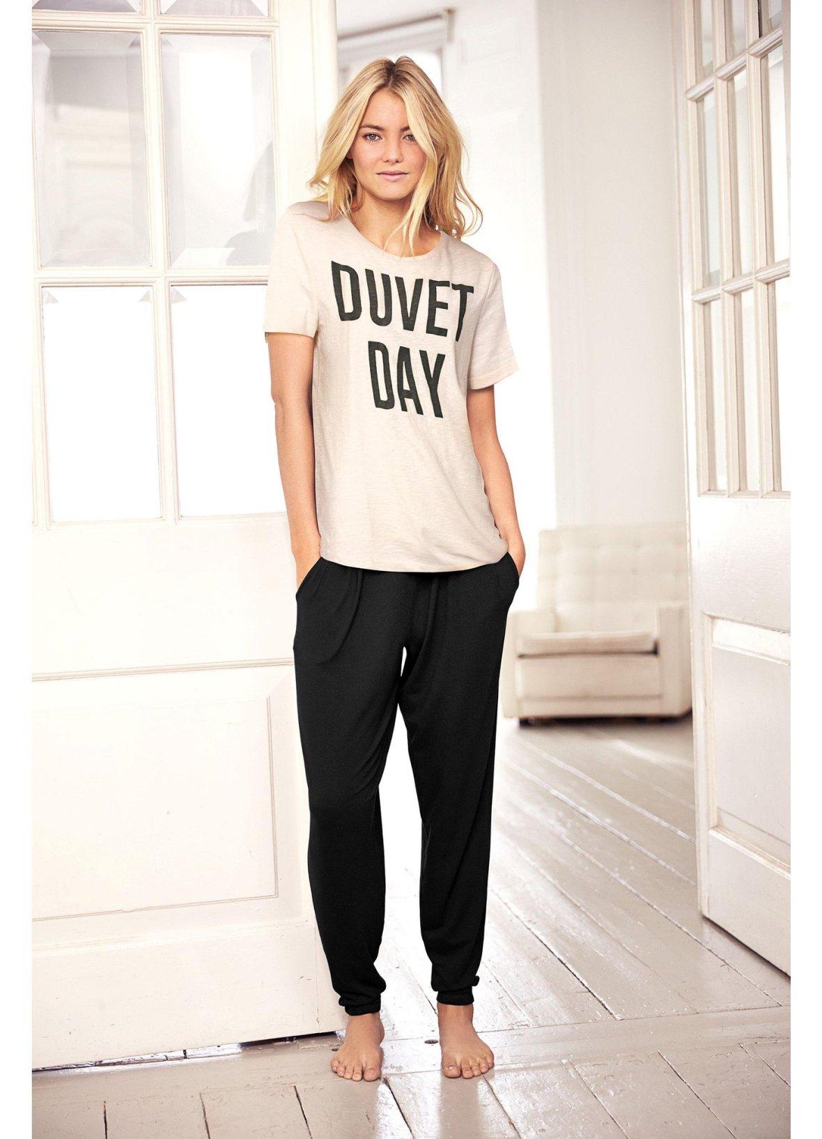 pyjama femme bien choisir son v tement de nuit pour un. Black Bedroom Furniture Sets. Home Design Ideas