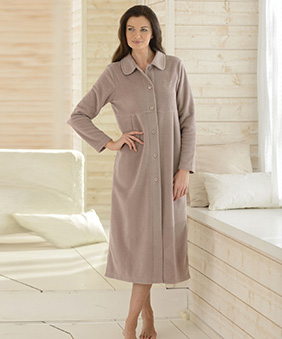 Robe de chambre polaire femme : elle est tellement confortable !