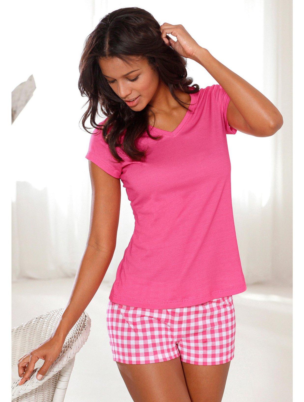 pyjama femme bien choisir son v tement de nuit pour un sommeil r par et apais. Black Bedroom Furniture Sets. Home Design Ideas
